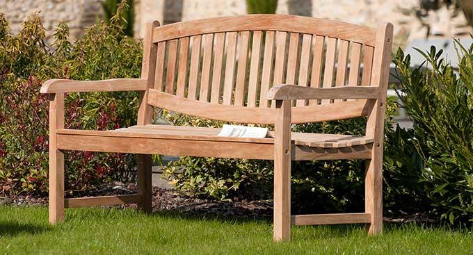 Banc de jardin design en bois