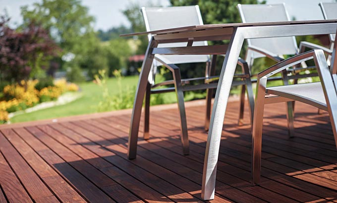 Table de jardin design en inox
