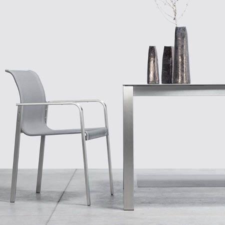 Table de jardin design en acier inox brossé haut de gamme